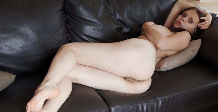 Индивидуалка на диване